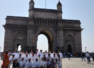 Group picture at the iconic Gateway of India