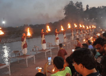 Ganga Aarti at Triveni Ghat, Rishikesh - A powerful, and uplifting spiritual Hindu ritual