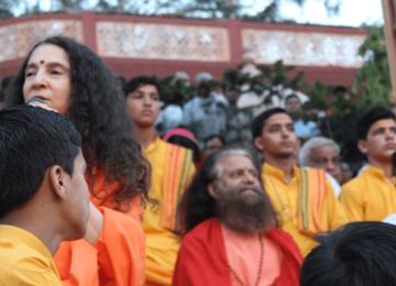 Pujya Swamiji and Sadhviji addressing the devotees at Paramarth Nikethan, Rishikesh